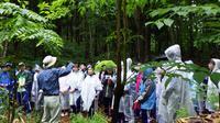 癒しの森の天然林に生じたギャップ内での講義